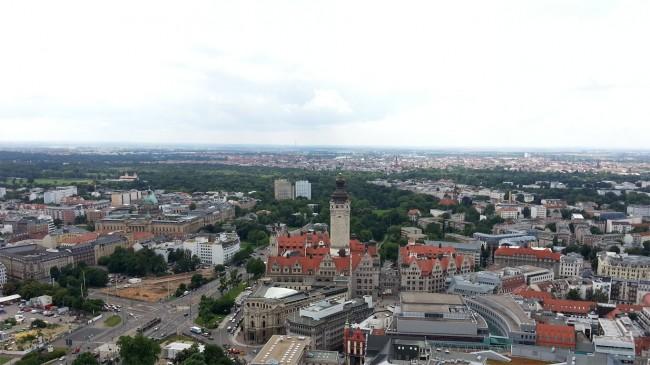 Blick auf Leipzigs Rathaus und das Bundesverwaltungsgericht