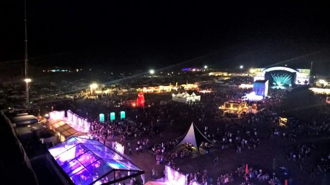 Blick vom Rie-sen-rad über das Festivalgelände