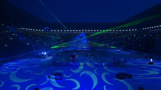Zur Unterhaltung in der ersten Drittelpause gab es eine Lasershow