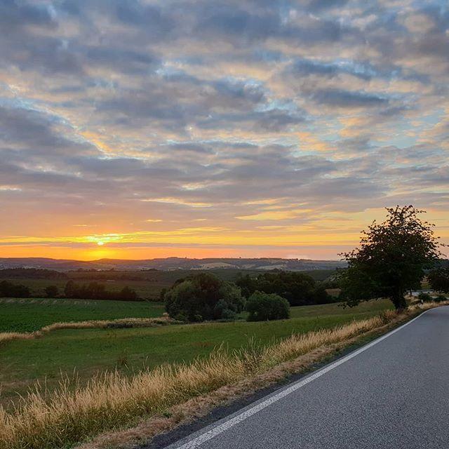 #Unterwegs gab es mal wieder einen schönen #Sonnenuntergang zu beobachten #sunset #Sommer #Sonne #Sonnenschein